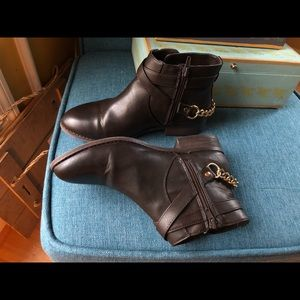 EXCELLENT FOREVER 21 WOMENS BOOTS SIZE 7
